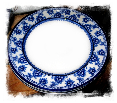 These dinner plates were being sold in a set of three ... if there had been one more I would have taken them home.  sc 1 st  Auction Girl Vintage - Typepad & Auction Girl Vintage: Blue Monday ~ Vintage Blue u0026 White Dinnerware